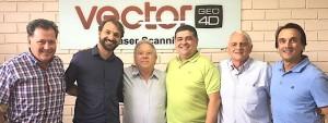 Rubens Gunther, da IGG, ladeado por Diretores da Vector e representantes do Grupo Desenvolvedor da RSM